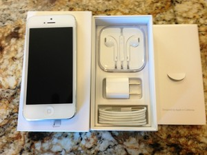 Новый Apple iPhone 5 64GB, Samsung Galaxy S4 и Blackberry Q10